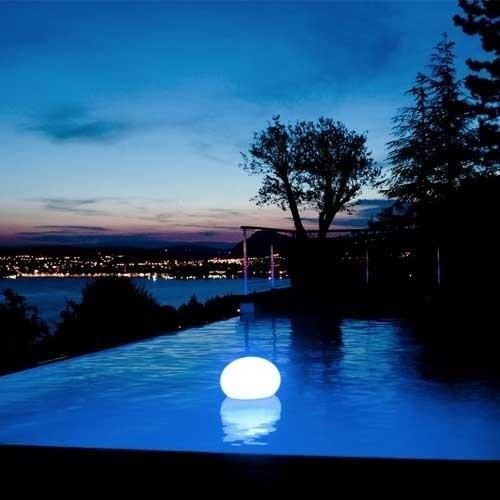 boule lumineuse led multicolore sans fil tanche et flottante. Black Bedroom Furniture Sets. Home Design Ideas