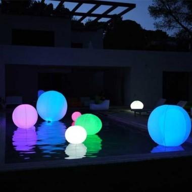 Boule lumineuse gonflable LED multicolore étanche et flottante 60cm - 2